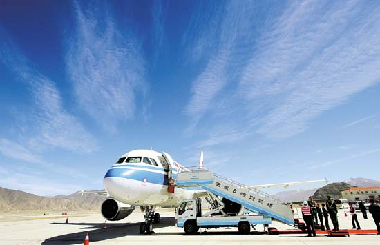 Civil air routes in Tibet exceed 100, connecting the region with 51 cities