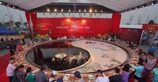 The world's largest hotpot from Dezhuang Restauran. (Photo/Chongqing Evening News)