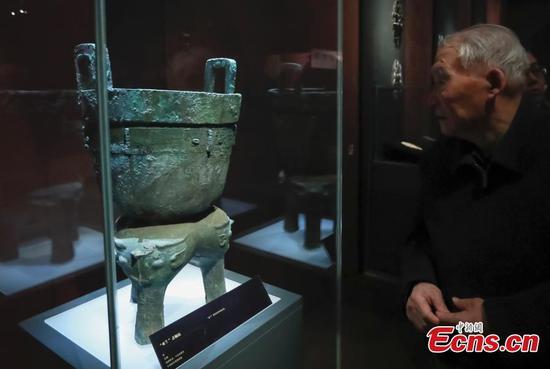 Oracle bone inscriptions on show in Beijing