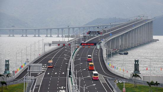 Vehicles run on the Hong Kong-Zhuhai-Macao Bridge, Oct. 24, 2018. (Photo/Xinhua)