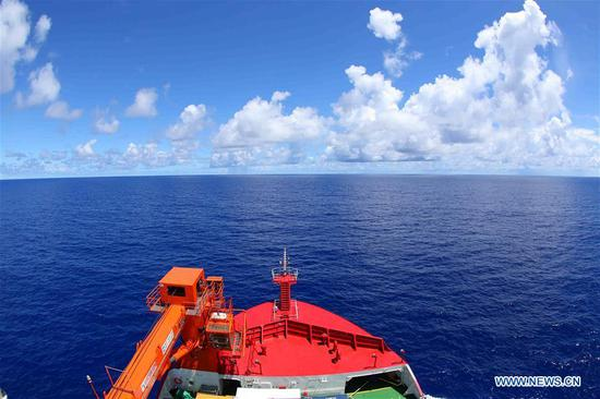China's icebreaker crosses equator, enters southern hemisphere for Antarctic expedition