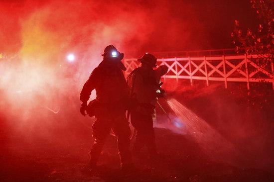 Firefighters work at a fire spot in Santa Clarita, the U.S. state of California, Oct. 24, 2019. (Xinhua/Li Ying)