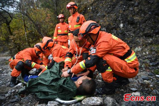 Firefighters ensure safety of Yulong Snow Mountain