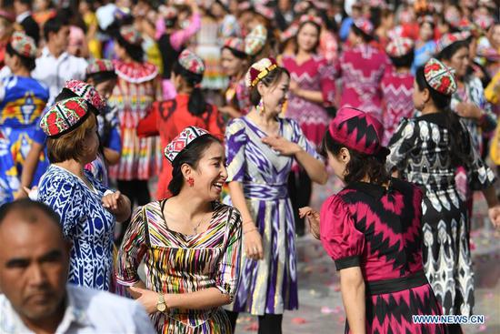 People attend a culture and tourism festival themed on Dolan and Qiuci culture in Awat County of Aksu Prefecture, northwest China's Xinjiang Uygur Autonomous region, Oct. 25, 2019. The festival kicked off recently in Aksu Prefecture. (Xinhua/Sadat)