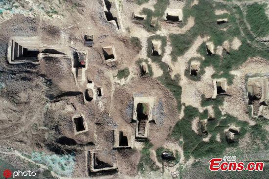 Hundreds of cultural relics found in ancient tombs