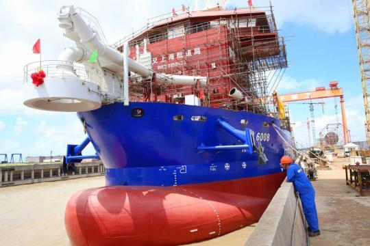 Technicians make final checks on a dredger built by Shanghai Zhenhua Heavy Industries Co Ltd at a shipyard in Qidong, Jiangsu Province. (Provided to China Daily)