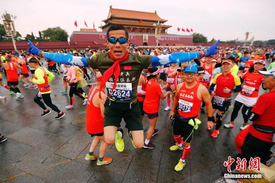 Runners of  2019 Beijing Marathon. (Photo: China News service/Sheng Jiapeng)