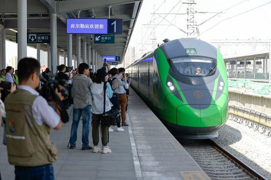 Xinjiang railways transport record number of passengers