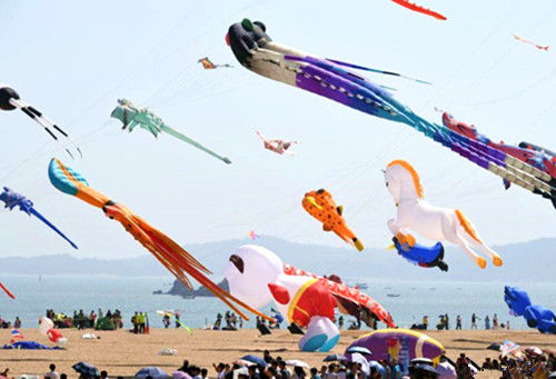 Sport kite competition held in Xiamen