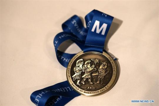 The new medal for the Athens Marathon that Greek painter Alekos Fasianos designed, was presented in Athens, Greece, on Nov 4, 2019. (Photo/Xinhua)