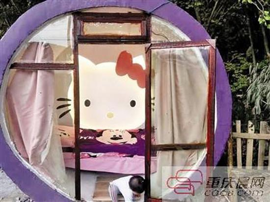 A man living in Southwest China's Chongqing  uses cement and blockboard to build a Hello Kitty-themed cabin for his two-year-old daughter.  (Photo/CQCB.com)