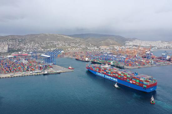 The aerial photo taken on Feb. 15, 2019 shows the COSCO Shipping Pisces approaching Piraeus port, Greece. (Xinhua/Wu Lu)