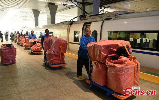 Bags of parcels containing goods purchased during the Singles' Day shopping festival are loaded onto a train at a station in Chengdu City, Sichuan Province for delivery to Nanjing City in Jiangsu Province, Nov. 11, 2019. China's rapid railway network is also contributing to the fast transportation of numerous express parcels, which can reach a historical high during the Nov. 11 Singles' Day sales, one of the largest online shopping sprees worldwide. (Photo: China News Service/Liu Zhongjubn)