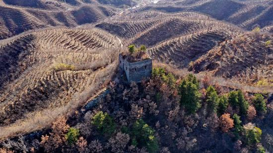Early winter rolls in at the Great Wall in North China