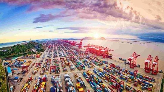 China eyes green, intelligent ports by 2035