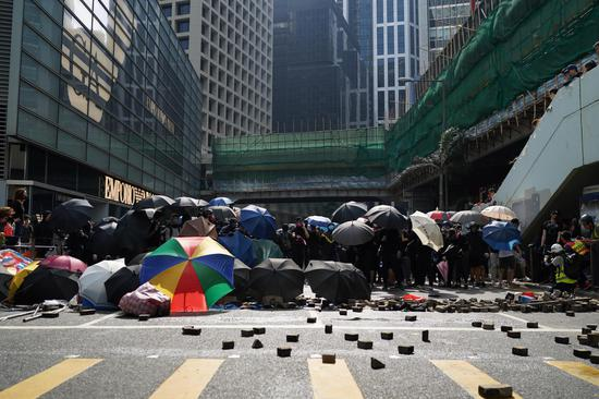 Rioters attempt to paralyze traffic in Hong Kong, 287 people arrested: police