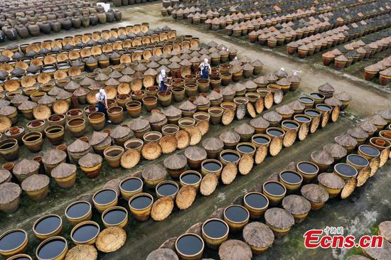 Traditional vinegar-making still popular in Chishui