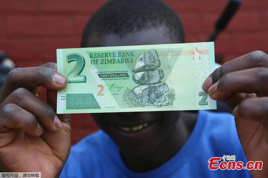 Zimbabwe banks start dispensing new bank notes