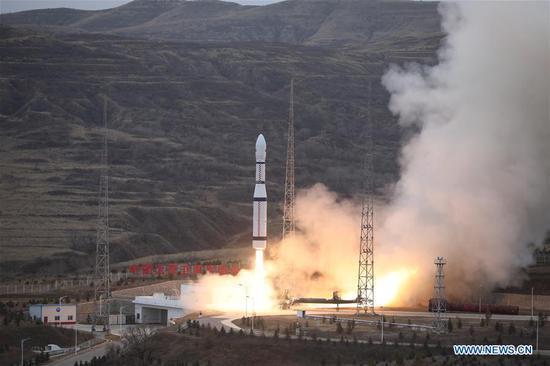 中国通过单枚火箭将五颗卫星送入轨道