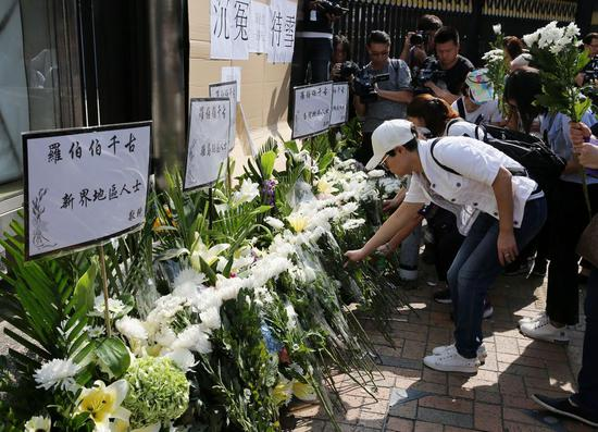 A memorial service is held on Nov. 15, 2019 in south China's Hong Kong by local residents for a senior sanitation worker killed by rioters with bricks. (Xinhua)