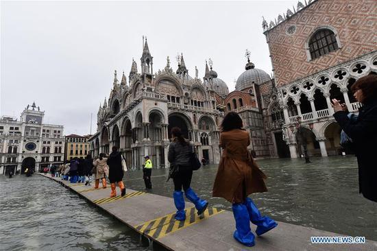 威尼斯遭受严重洪灾后处于紧急状态