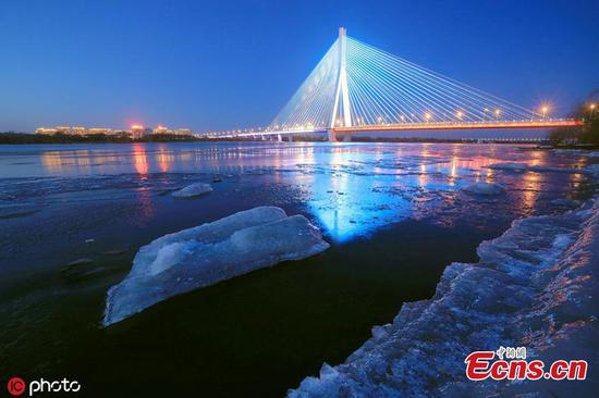 Massive drift ice appears on Songhuajiang River