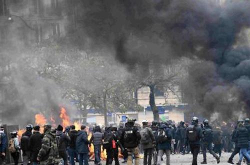 Fresh 'Yellow Vests' violence erupts in Paris despite Macron's economic reforms