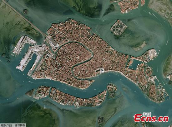 Satellite images show view of flooded Venice