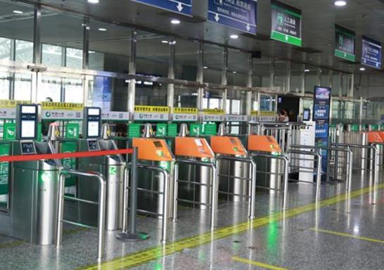 Electronic train ticket use spreads in Yangtze River Delta