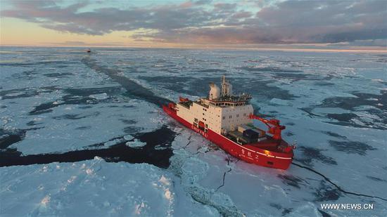 中国极地破冰船学龙,学龙2号航行于南极水域