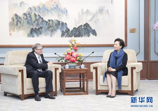 Peng Liyuan, wife of Chinese President Xi Jinping and a goodwill ambassador of the World Health Organization for tuberculosis and HIV/AIDS, meets with Bill Gates, co-chair of the Bill & Melinda Gates Foundation in Beijing, China on Nov. 21, 2019. (Xinhua)