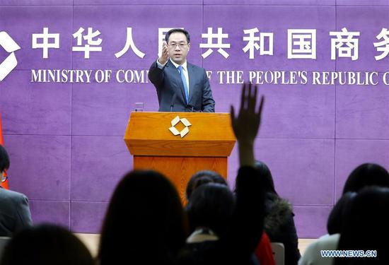 Ministry of Commerce (MOC) spokesperson Gao Feng gestures at a regular press conference in Beijing, capital of China, Nov. 21, 2019. Chinese and U.S. economic and trade teams will continue to maintain close communication, the spokesperson said Thursday. (Xinhua/Zhang Yuwei)