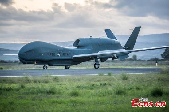 首架北约AGS遥控飞机降落在意大利