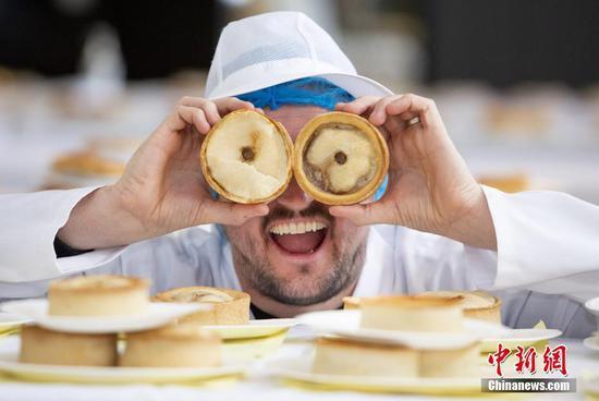 贝克在世界苏格兰馅饼锦标赛上争夺冠军