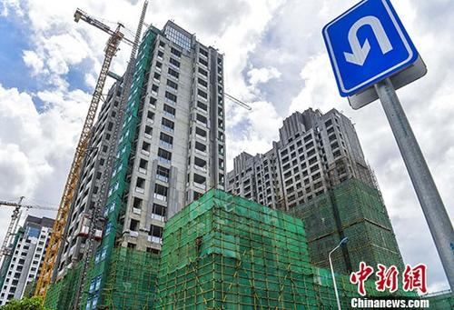 Residential buildings are under construction in Haikou, Hainan Province. (Photo/China News Service)