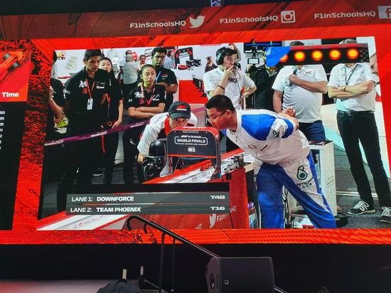 Photo taken on Nov. 27, 2019 shows Chinese students competing in the F1 in Schools World Finals 2019 held in Abu Dhabi, the United Arab Emirates. (Xinhua photo)