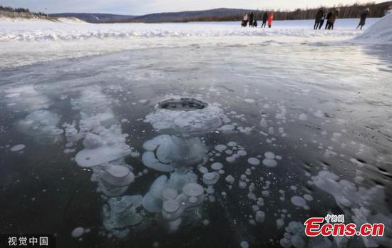 Frozen methane bubbles in NE China attract visitors