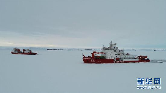 China's icebreakers unload cargo in Antarctica