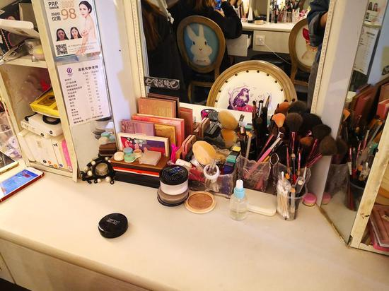 Makeup tools and products at a dressing table on a styling shop in Changsha, capital city of central China's Hunan Province. (Xinhua/Zhang Xiaoying)