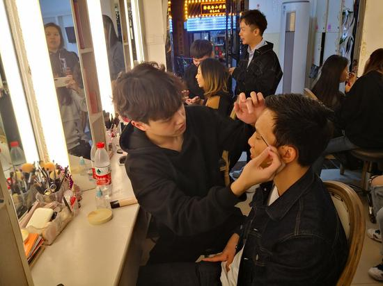 Make-up artists dream big in China's thriving nighttime economy