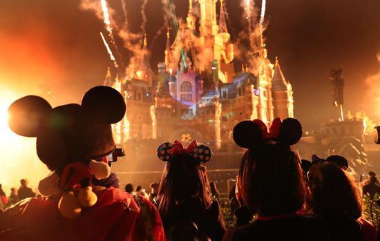 Tourists wearing headwears of Disney character Mickey visit Shanghai Disney Resort in Shanghai, east China, Nov. 18, 2018. (Xinhua/Fang Zhe)