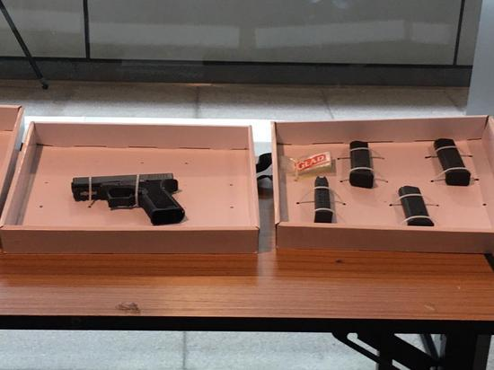 Photo shows weapon seized by Hong Kong police on Dec. 8, 2019. (Source: TVB)