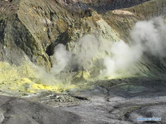 New Zealand police confirm 5 dead in volcanic eruption