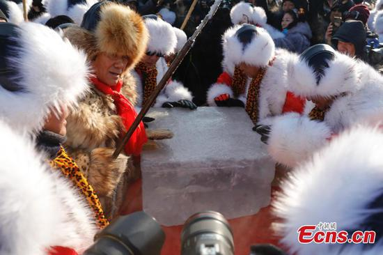 Harbin kicks off annual ice harvest for sculptures