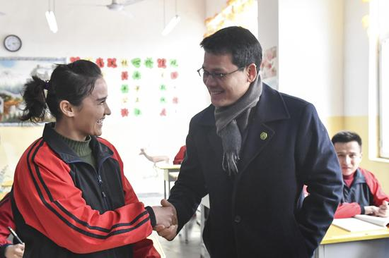 Sam ol Ney (R), permanent representative of Cambodia to the UN Office at Geneva, talks with a student at the vocational education and training center in Kashgar, northwest China's Xinjiang Uygur Autonomous Region, Feb. 17, 2019. (Xinhua/Ma Kai)
