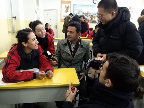 Foreign journalists interview students at Kashgar vocational education and training center in Kashgar, northwest China's Xinjiang Uygur Autonomous Region, Jan. 13, 2019. (Xinhua/Yu Tao)