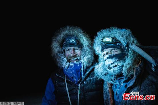 Adventurers cross Arctic Ocean on skis despite thinning ice