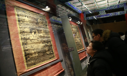 Visitors appreciate scroll painting Thang-ga at the exhibition in Palace Museum on Tuesday. (Photo: Li Hao/GT)