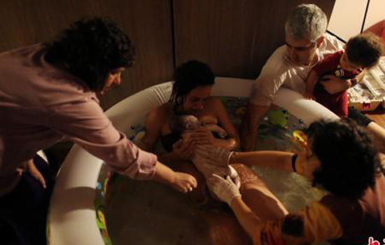 Water births as safe as land births for mom, baby: study