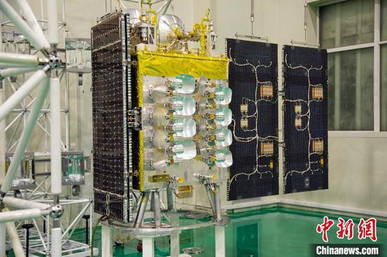 China's first private 5G satellite manufactured by GalaxySpace has rolled off the production line. (Photo provided to China News Service)